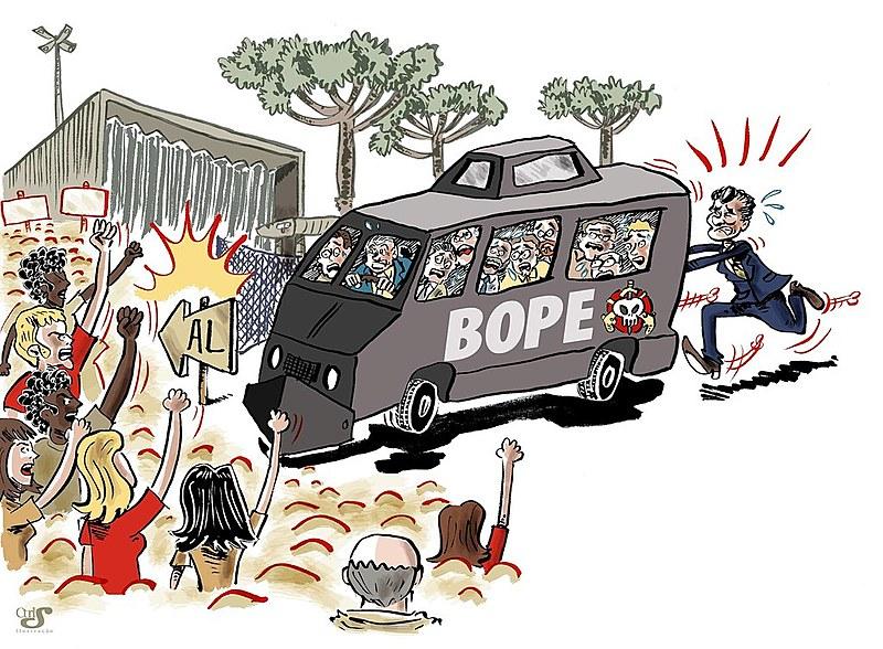 """No dia 12 de fevereiro de 2015, deputados articulados com o governo Beto Richa (PSDB) na votação do """"pacotaço"""", entram na Assembleia Legislativa do Paraná (Alep) dentro do carro do Batalhão de Choque da PM"""