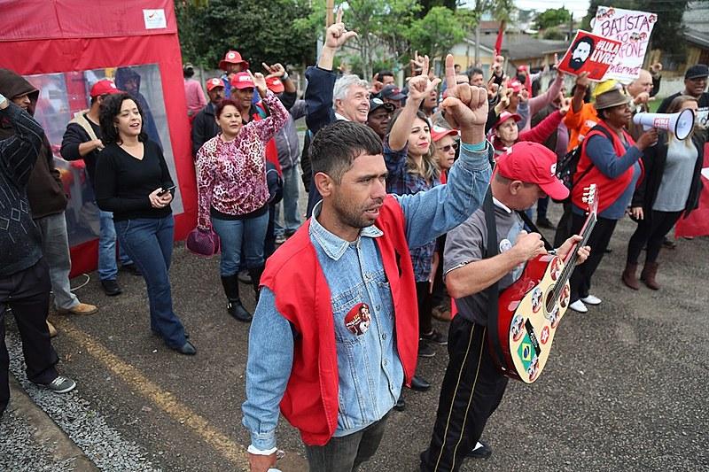 Vigília Lula Livre resiste há 181 dias em frente à Polícia Federal, em Curitiba, onde o ex-presidente é mantido como preso político