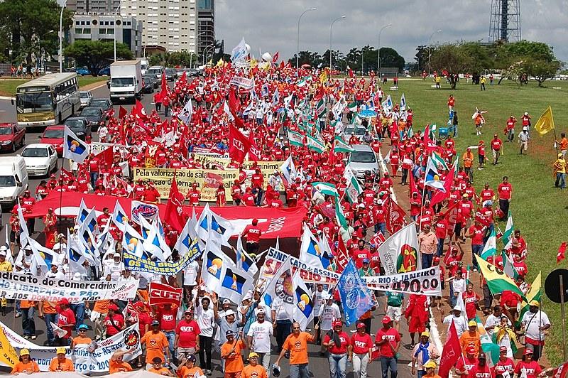 Integrantes da II Marcha Nacional do Salário Mínimo chegam a Brasília em dezembro de 2006