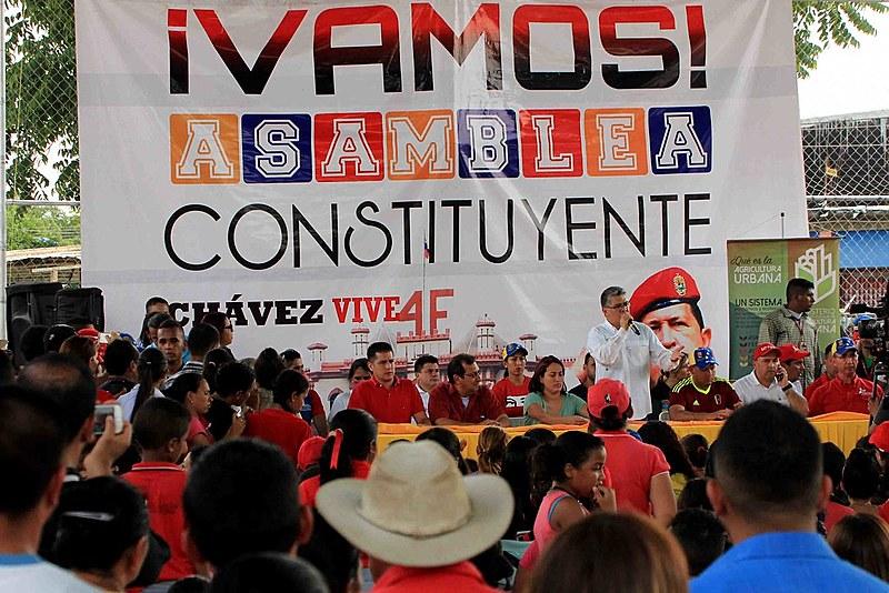 Plenária em Barinas com ministros da Cultura e da Educação do governo Maduro
