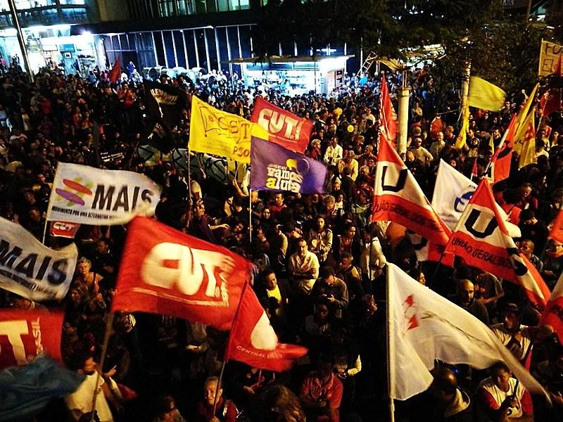 Dirigentes de movimentos populares e integrantes das frentes Povo Sem Medo e Brasil Popular deram entrevista após coletiva de Temer