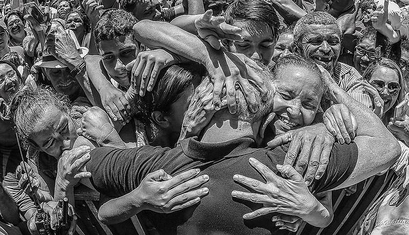 """""""Nestes encontros renovo minha fé no povo brasileiro. Constato que está viva na memória de nossa gente cada conquista alcançada"""""""