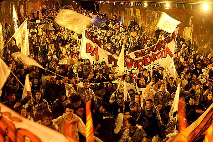 Em Porto Alegre, uma multidão tomou conta das ruas da cidade