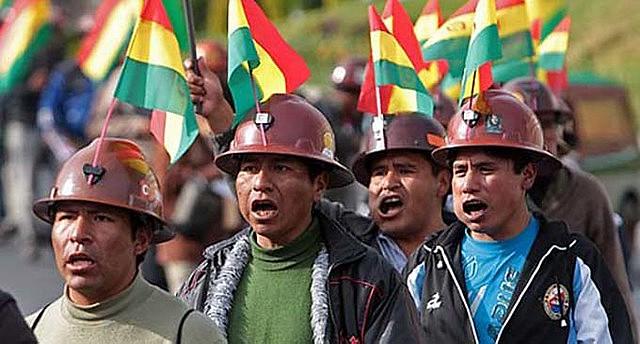 Crescimento econômico de 4% ao ano fortaleceu políticas de inclusão social de Evo Morales