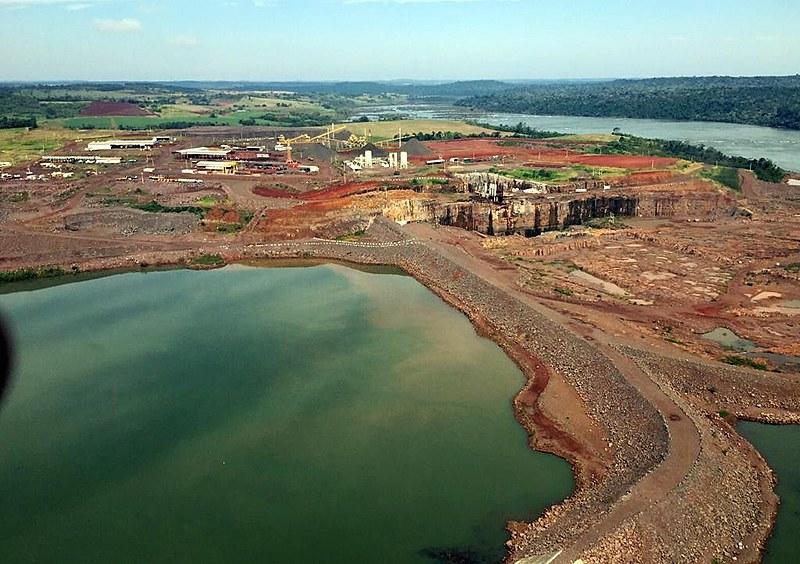 """""""As barragens servem para aumentar a desigualdades.Elas são pólos de produção de valor que abastecem os seus donos"""", diz Robson Sebastian, do MAB"""