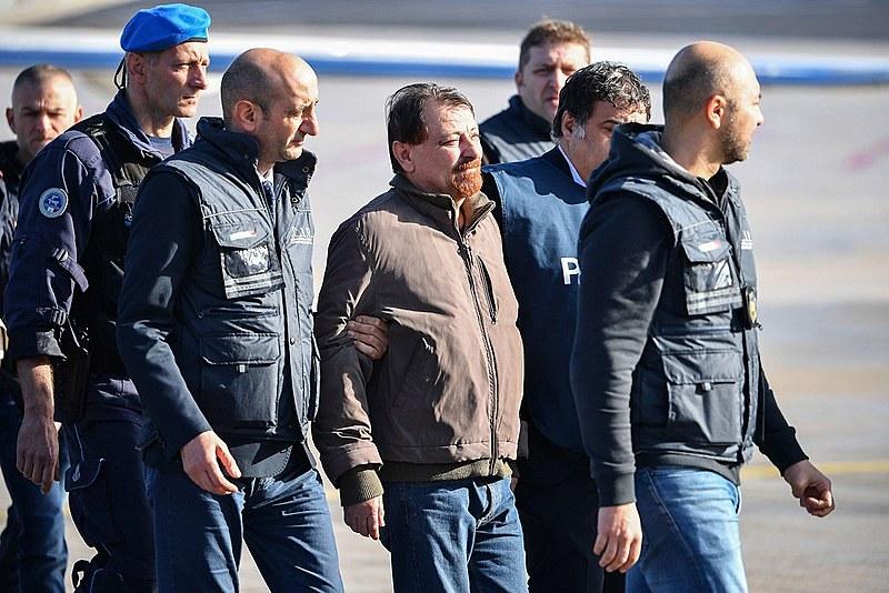 Cesare Battisti chegou a Roma na manhã desta segunda-feira (14)