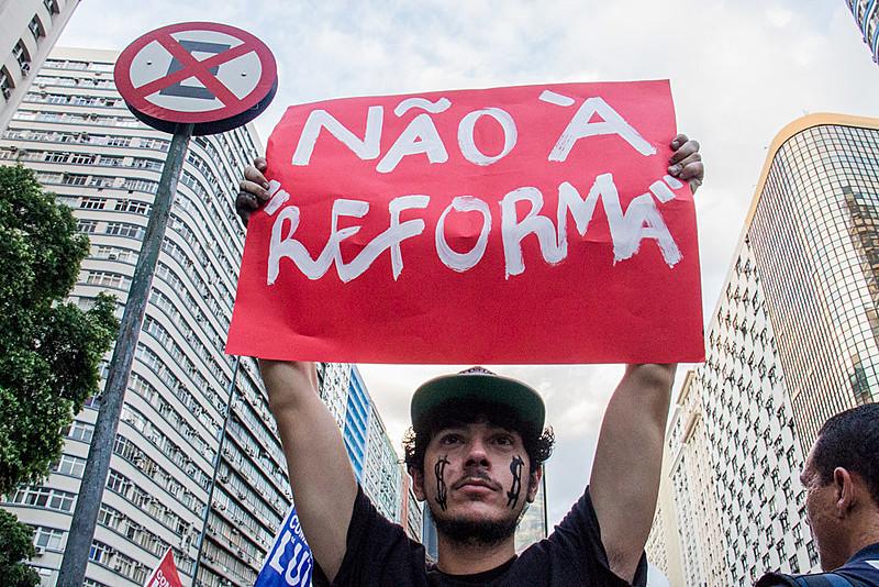 Manifestantes tomaram as ruas do país contra a reforma da previdência proposta por Michel Temer
