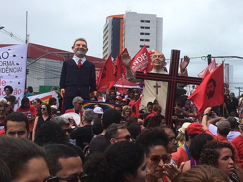 Grito dos Excluídos foi marcado por críticas à destruição da Amazônia e aos cortes da educação e pela defesa da liberdade de Lula da Silva
