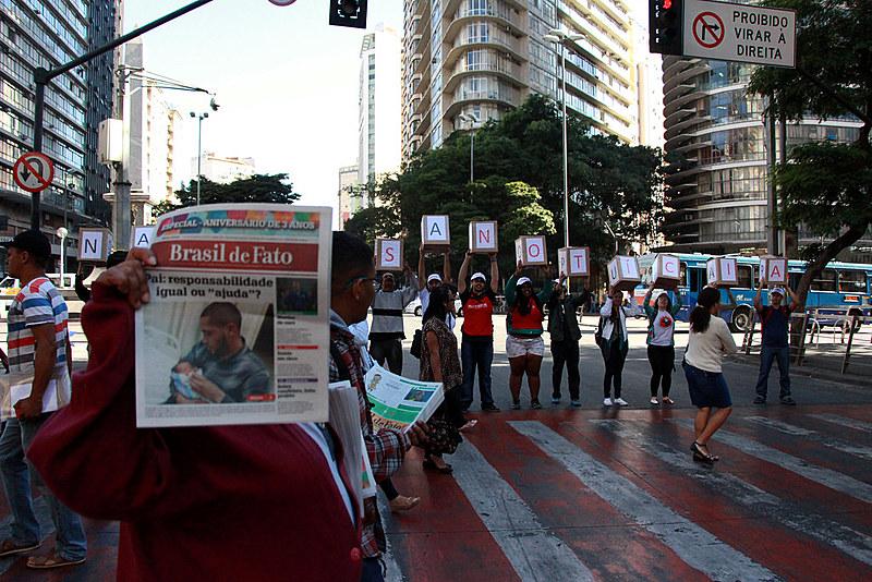 Equipe do jornal faz intervenção no centro de BH