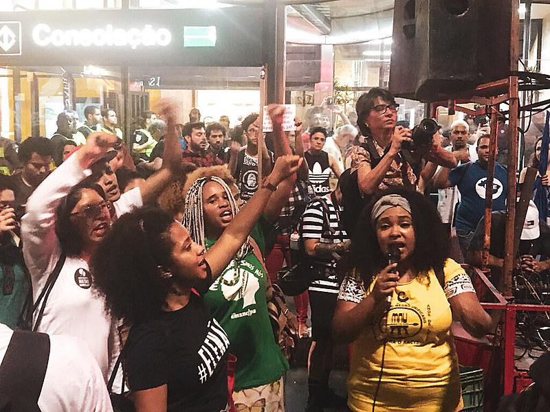 O protesto foi convocado após o nome de Jair Bolsonaro (PSL) ser citado na investigação que apura o assassinato da vereadora carioca