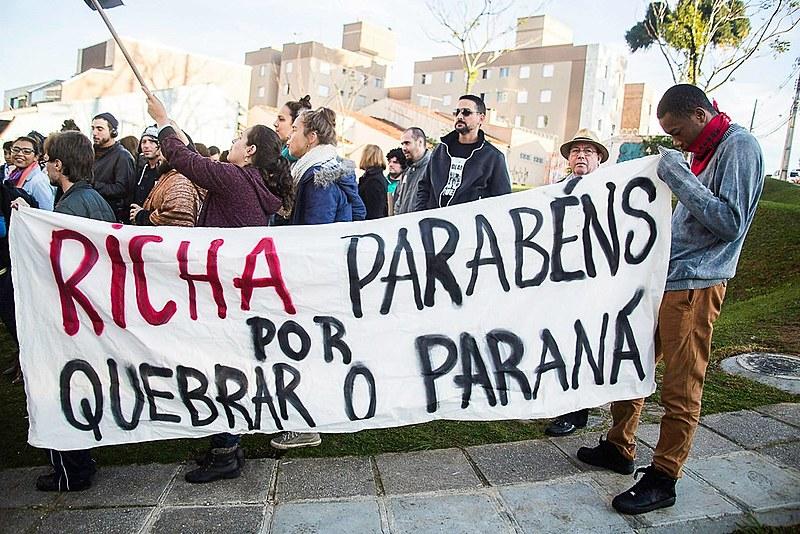 Beto Richa (PSDB) enfrentou protestos de estudantes e professores durante os dois mandatos como governador