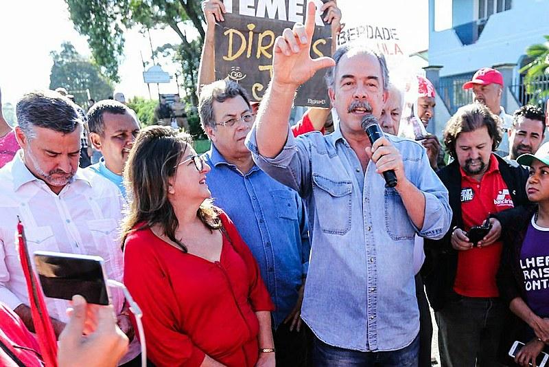Aloísio Mercadante, no Acampamento Lula Livre, na manhã desta sexta-feira (20) em Curitiba