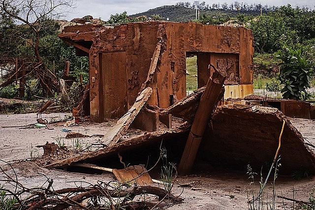 A building destroyed by a Vale dam disaster; the miner hires high-profile law firms and consultants, including former Supreme Court justices