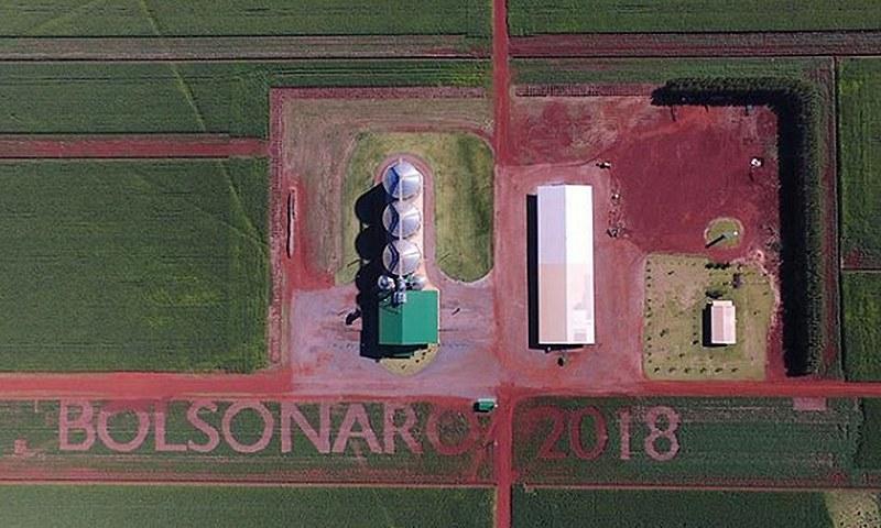 Durante as eleições, um fazendeiro demonstrou seu apoio a Bolsonaro nos pastos de sua fazenda no Mato Grosso do Sul