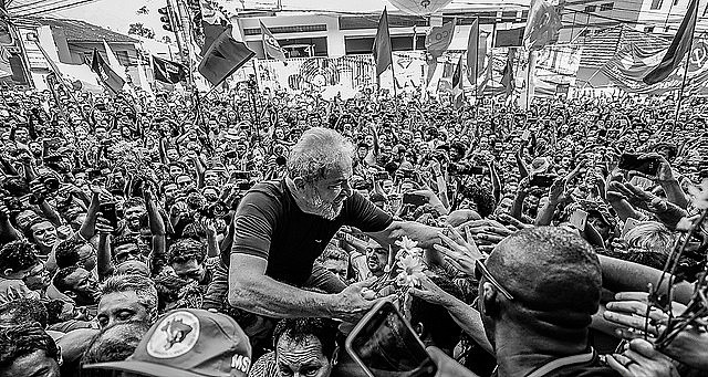 On the day he turned himself in to the police, a huge crowd gathered outside the Metal Workers' Union building in São Bernardo do Campo