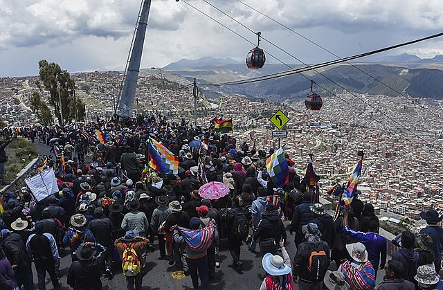 Multitudinous protests against the coup continue arriving to La Paz and the repression has already caused at least 30 deaths