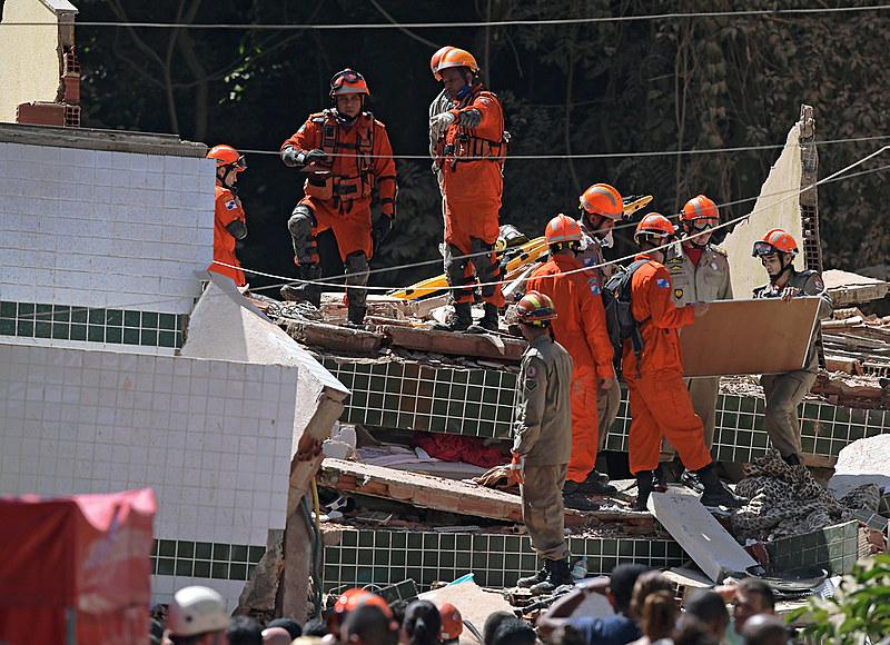 Corpo de Bombeiros teve dificuldade para chegar na região por causa dos estragos da chuva de segunda-feira (8)