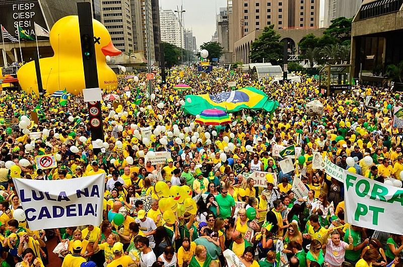 Manifestação na Avenida Paulista, São Paulo (SP), em março de 2016, levantava bandeiras antipetistas