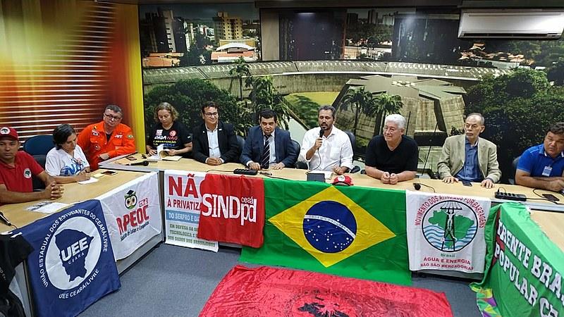 O ex-Senador Roberto Requião (MDB), veio à Fortaleza para participar do lançamento.
