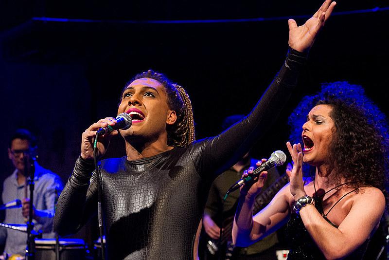 Grupo se apresentou na última quinta-feira (21) no Teatro Paiol e conquistou público curitibano