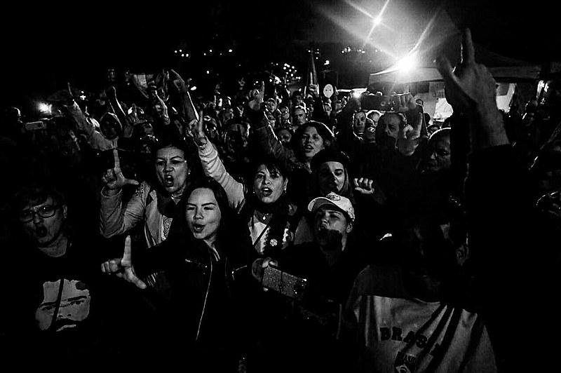 Vigília Lula Livre em Curitiba (PR) nesta terça-feira (8)