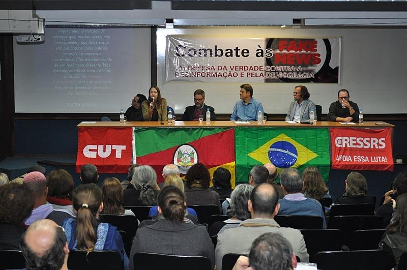 Mais de 80 pessoas participaram das três horas de exposições e debates