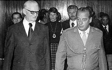 Geisel e Figueiredo, em 1974: então presidente continuou política de execução sumária