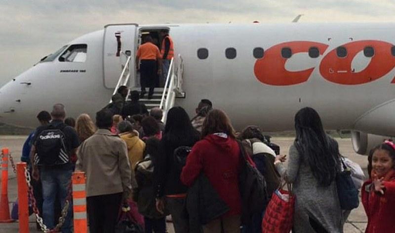 Governo criou pontes aéreas com países vizinhos para levar emigrantes de volta ao país