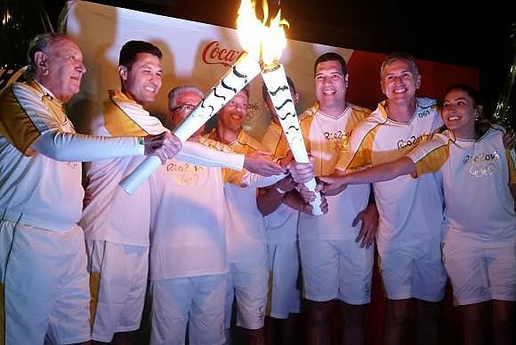 Diversos atletas fizeram o revezamento da tocha olímpica em Porto Alegre