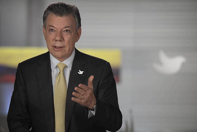 Juan Manuel Santos, durante anúncio do cessar fogo, em Bogotá