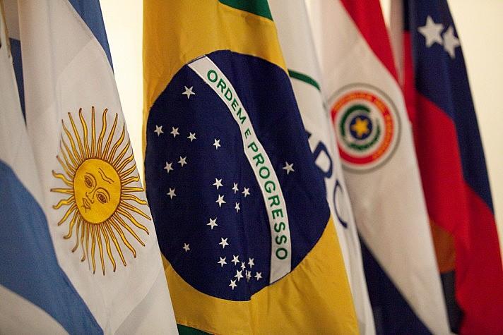 Segundo jornalista, pretende-se banir a Venezuela do Mercosul e paralisar o bloco, abrindo caminho para modelos como o da Alca