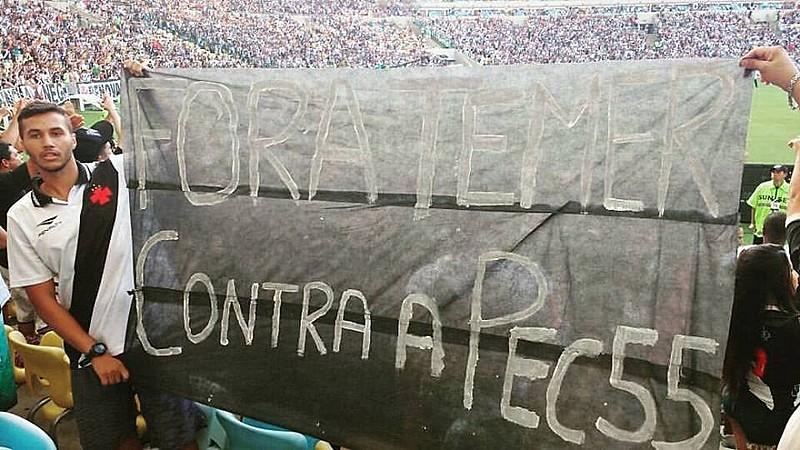 A Vascomunistas é uma das maiores torcidas antifascistas entre os times do Rio. A página do Facebook tem mais de 5 mil seguidores