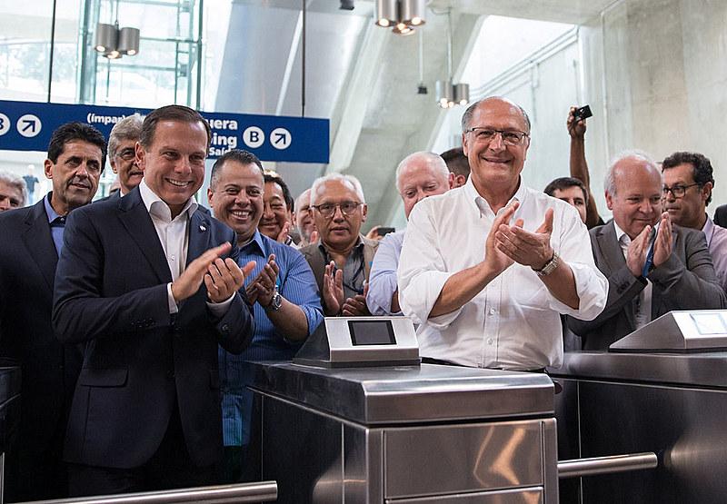 Geraldo Alckmin e João Dória, ex-governador e candidato ao cargo pelo PSDB, durante inauguração de estação do Metrô