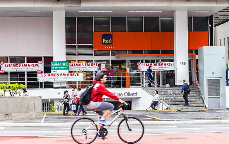 Agência na Avenida Paulista: setor tem lucros em alta, mas fechou 7.897 postos de trabalho no 1º semestre
