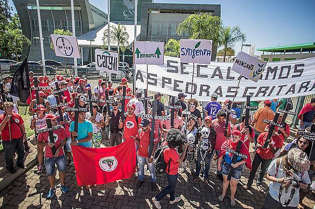 Acto frente a la Confederación Nacional de Agricultura (CNA), en Brasilia (DF)