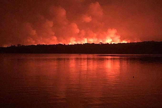 O fogo foi controlado em Alter do Chão, mas segue queimando em Ponta Pedra
