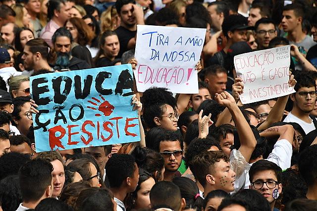 Estudiantes participan de protesta contra los recortes en la educación en Brasil (mayo de 2019)