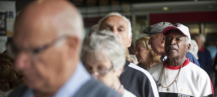 """""""Quem ao seu redor recebe aposentadoria ou pensão? O que seria de sua vida, e da vida dessas pessoas, se esses benefícios não existissem?"""""""