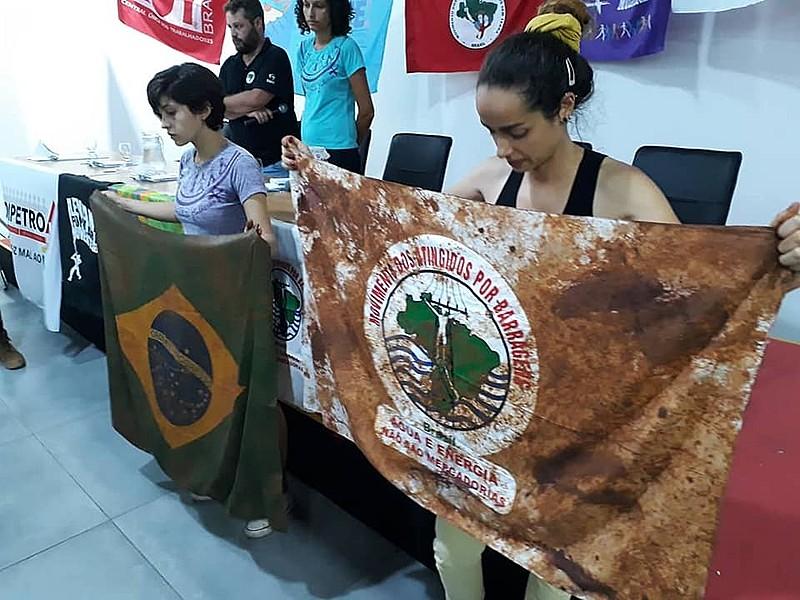 Protesto realizado durante plenária da Frente Brasil Popular