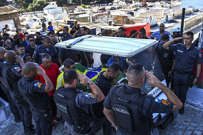 Segundo psicanalista entrevistado pelo Brasil de Fato, policiais sofrem de transtornos como depressão, dependências químicas e agressividade