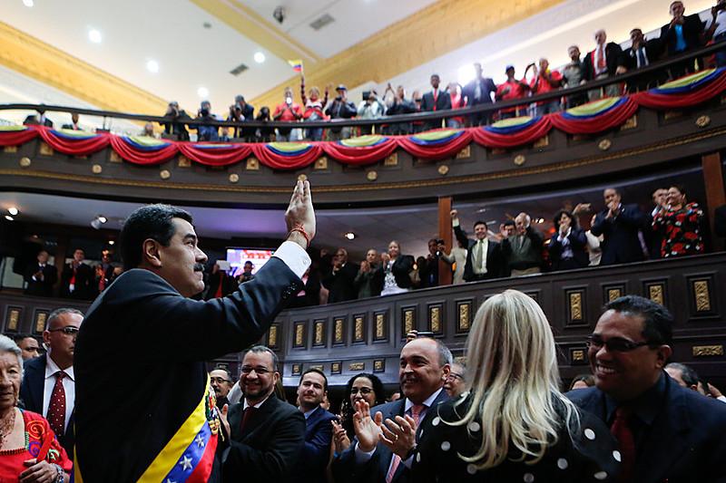 Acompanhado do gabinete ministerial, o presidente venezuelano discursou na Assembleia Nacional Constituinte