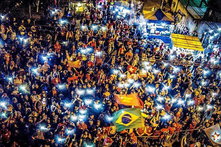 A segunda volta das eleições presidenciais , que têm Fernando Haddad e Jair Bolsonaro como candidatos, será um forte teste à democracia