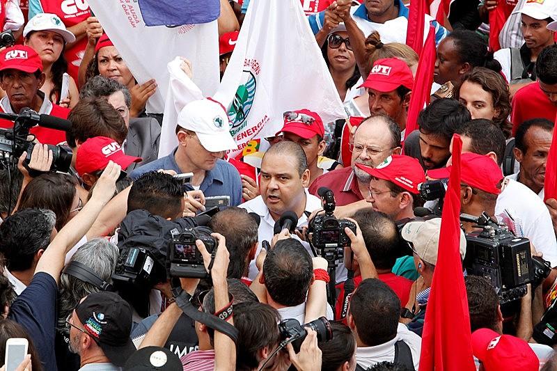 """""""Lula vai acabar com a Reforma Trabalhista feita pelos golpista"""", disse Vagner Freitas, da CUT"""