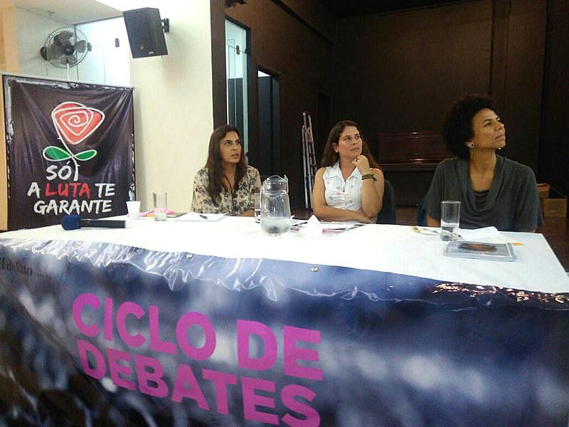 Bárbara Lobo (à esq.) e Áurea Carolina (à dir.) participaram da segunda mesa de debates