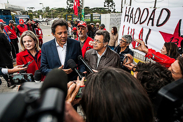 Fernando Haddad spoke with journalists after visiting ex-president Lula and talked about his proposals to create jobs