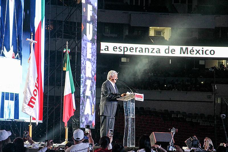O presidente Andrés Manuel López Obrador, do partido Morena, durante último ato de campanha antes de ser eleito em 1º de junho de 2018