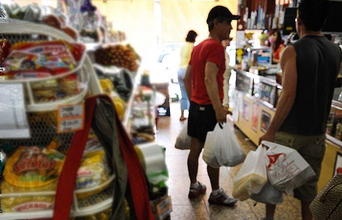 Comerciantes e consumidores deverão se adaptar à nova lei que começa a valer nesta semana