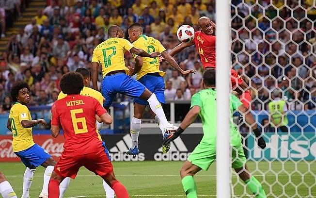 Durante eliminação do Brasil pela Bélgica na Copa do Mundo de 2018, Fernandinho foi alvo de ataques racistas por fazer gol contra