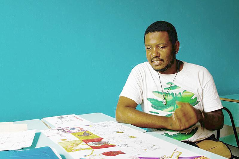 O ilustrador La Cruz defende que a arte pode instigar a indignação política da sociedade