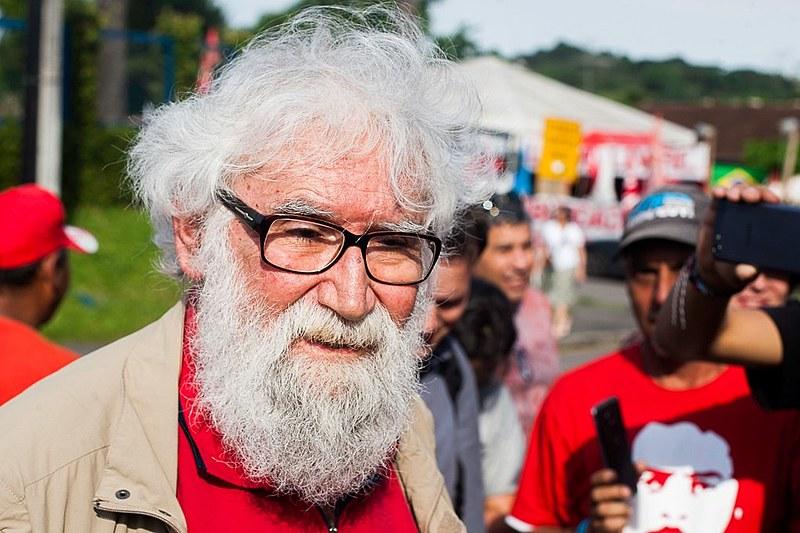 """""""Usam Lula como troféu, para sustentar as mentiras que fizeram"""", diz Boff"""